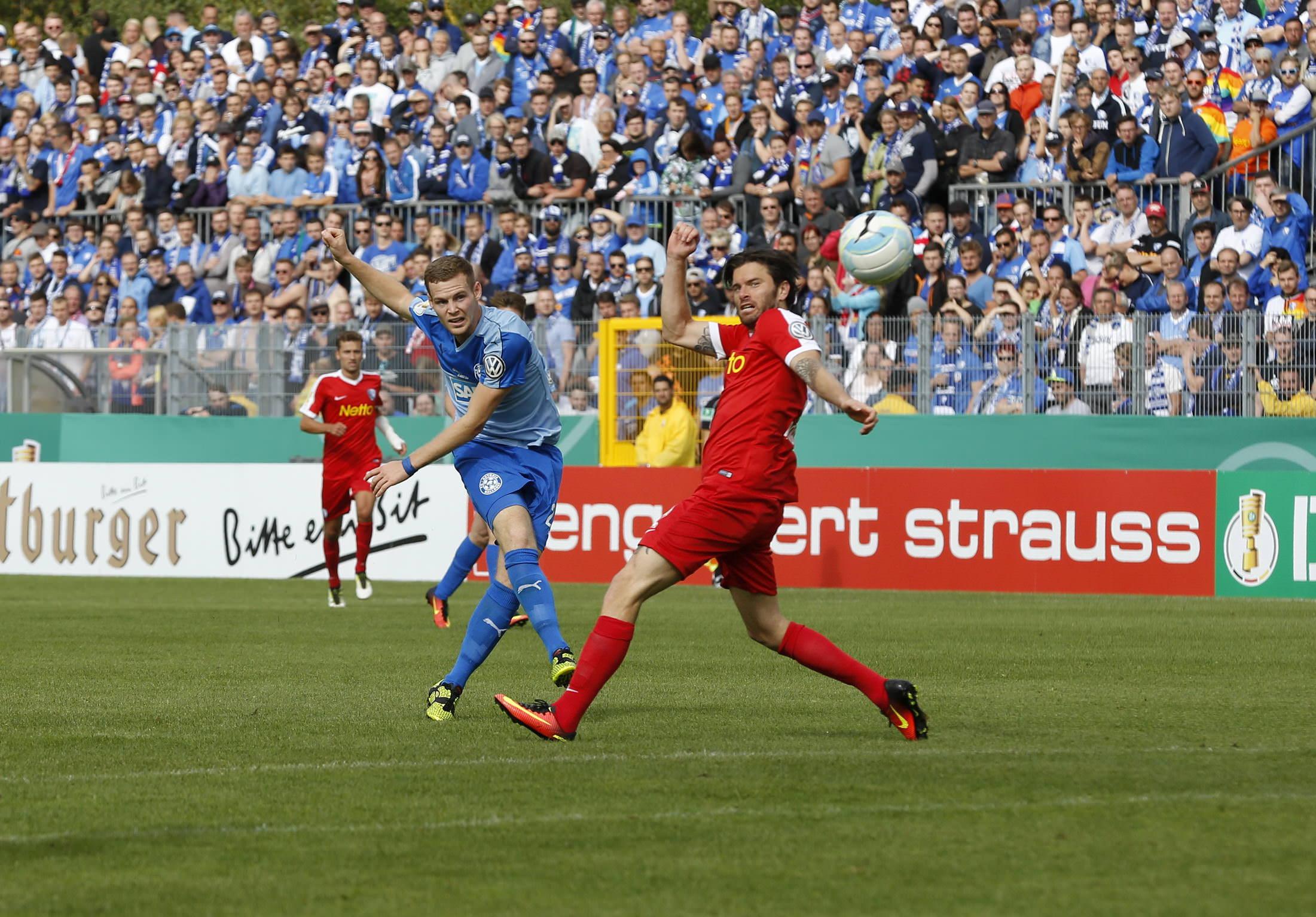 Fussball. DFB-Pokal, 2016-2017, 1. Runde. FC Astoria Walldorf - VfL Bochum. Tor zum 2:1 durch Marcel Carl (FCA Walldorf). 08.2016 - Jan A. Pfeifer - 01726290959