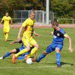 Fussball. Oberliga BW. Saison 2016-2017. 08. Spieltag. FC Astoria Walldorf II - Karlsruher SC II. Christoph Stenzel (FCA, rechts) gegen Niklas Hoffmann (KSC). 11.09.2016 - Jan A. Pfeifer - 01726290959