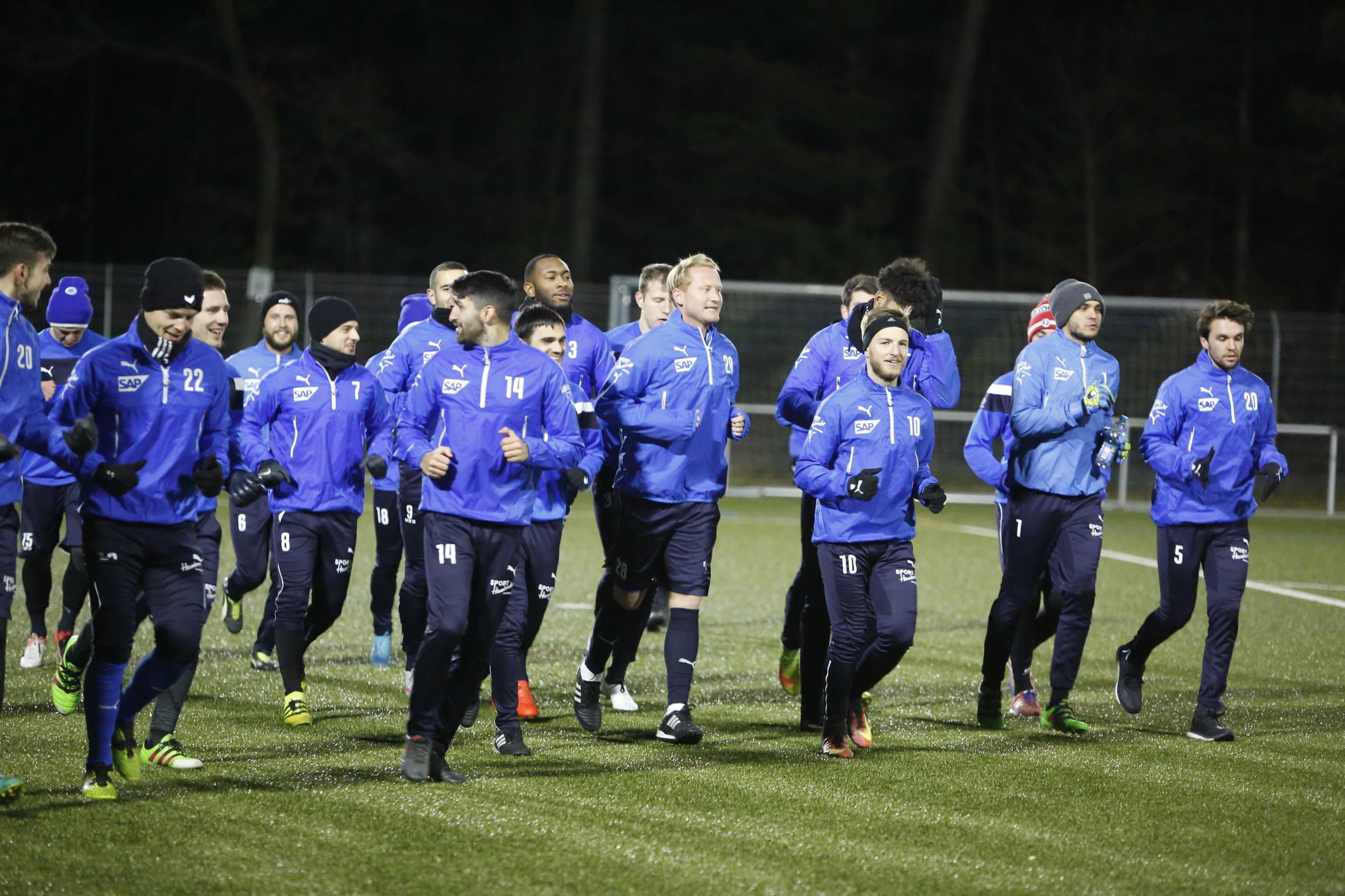 Walldorf. FC Astoria - Walldorf Vorbereitungstraining vor dem Pokalspiel. 17.01.2017 - Helmut Pfeifer.