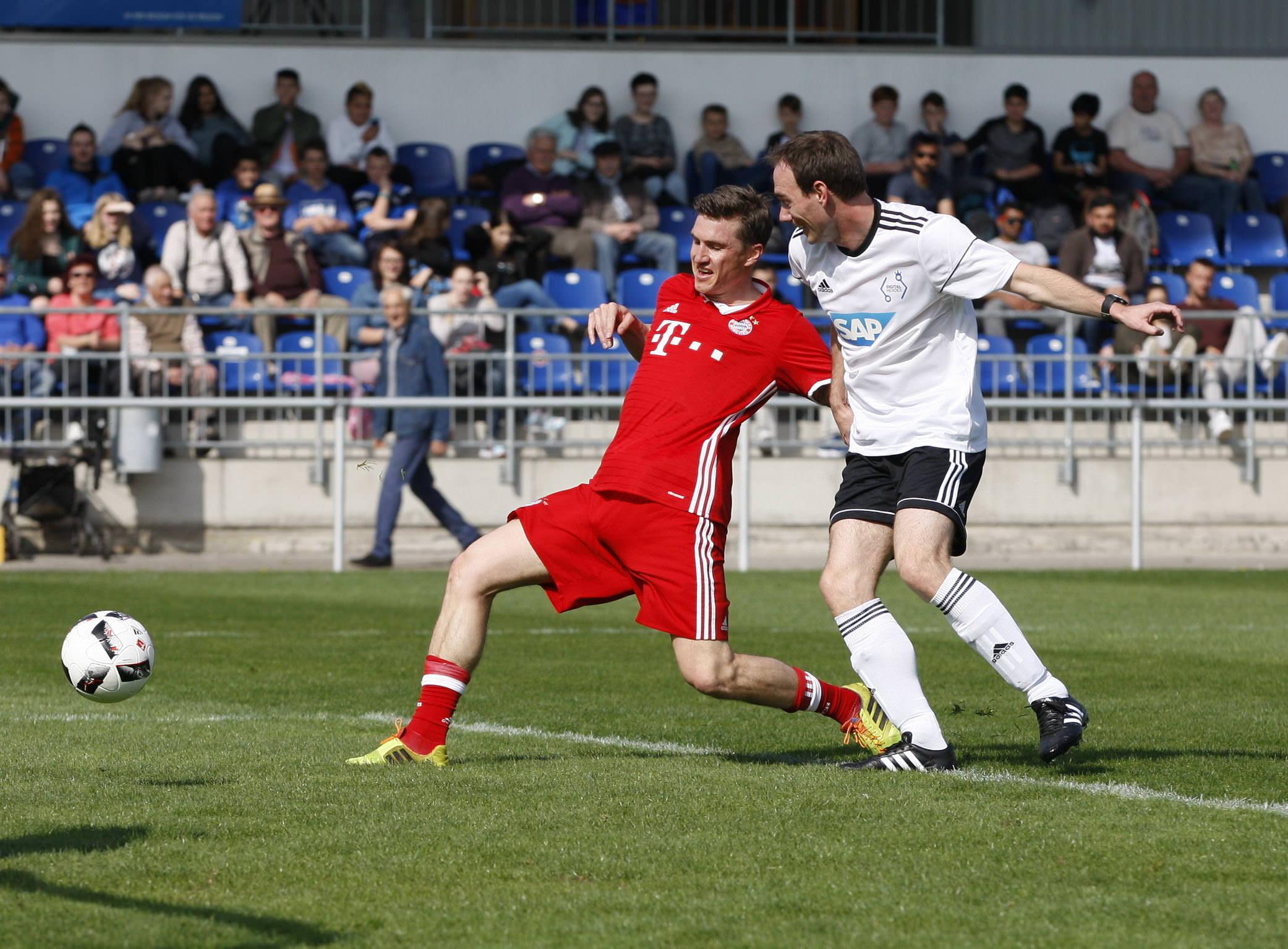 Fussball. Bayern Allstars - SAP Digital Heros. Tobias Schweinsteiger (Bayern Allstars). 05.04.2017 - Jan A. Pfeifer - 01726290959