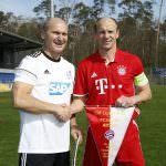 Fussball. Bayern Allstars - SAP Digital Heros. v.l. Hans Pfluegler (Bayern Allstars) und Silvester Macho (SAP Digital Heros). 05.04.2017 - Jan A. Pfeifer - 01726290959