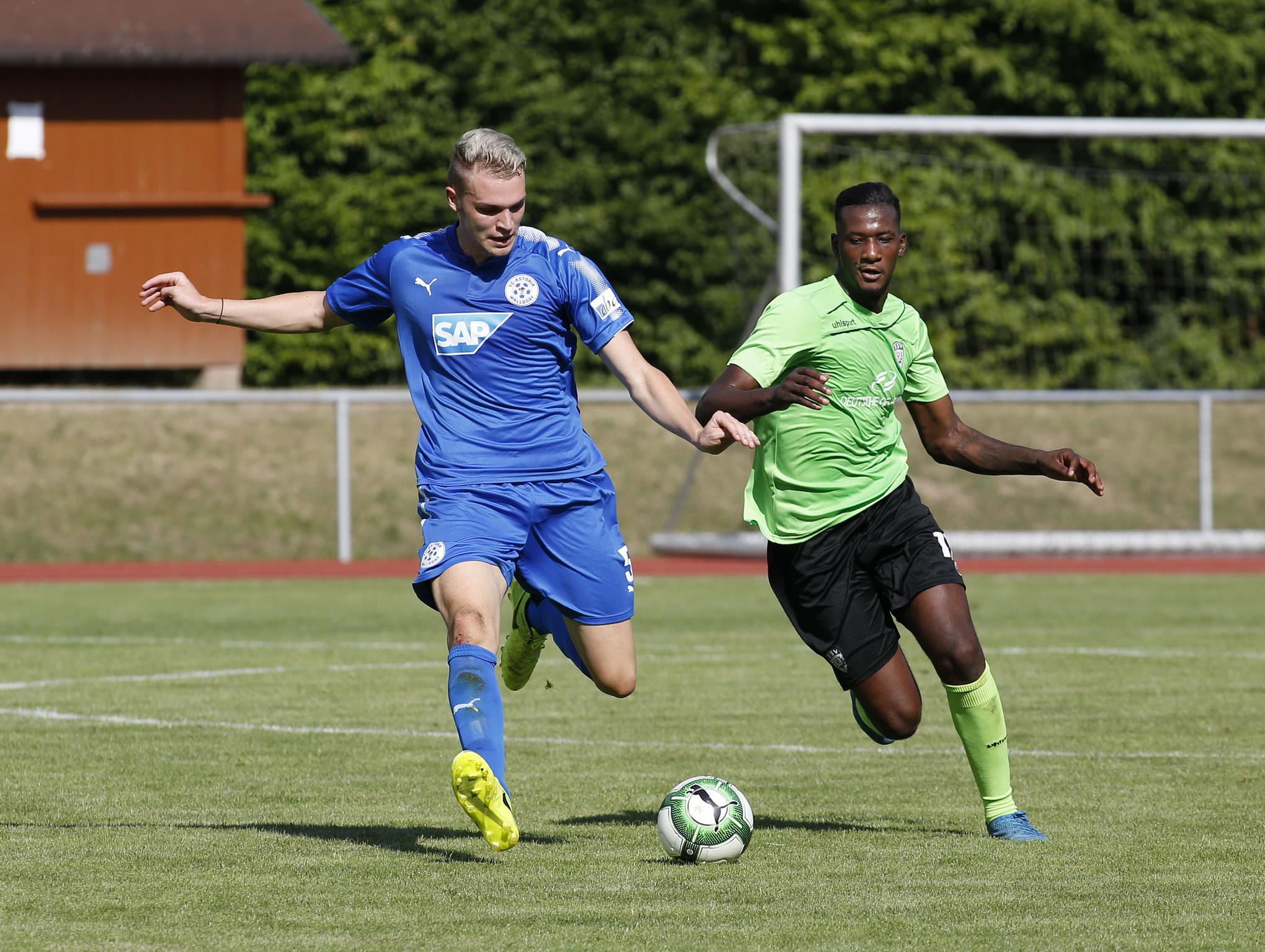 Muehlhausen. Fussball FCA Walldorf gegen SSV Reutlingen.FCA Philipp Strompf links. 08.07.2017 - Helmut Pfeifer.